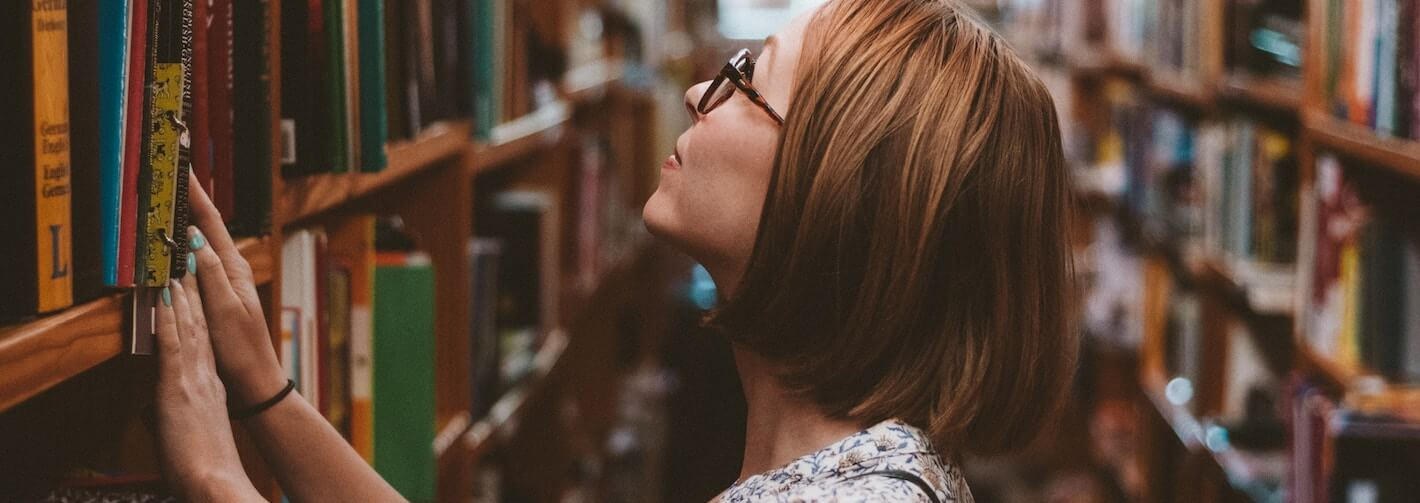woman in library 1420X500